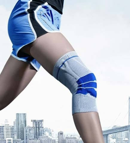 Ob Sprunggelenk, Knie, Wirbelsäule, Hand, Ellenbogen oder Schulter: Wenn die Gelenke schmerzen, helfen Bauerfeind Train Aktivbandagen. Sie bestehen aus einem dehnbaren, atmungsaktiven Gestrick mit elastischen Profileinlagen.