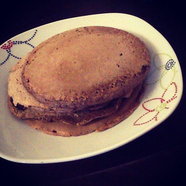 # . Para el desayuno. Panquecas de chocolate: 4 claras, 1/2 taza de avena, 1 cda linaza molida, 1cda cacao en polvo sin azúcar, 1-2 truvía. Licúa, prepara sin agregar aceite.