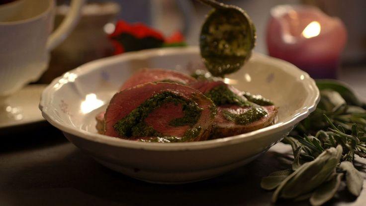 Rollade van runderlende en groene kruiden uit de aflevering 'Rollade van runderlende en groene kruiden' #KMVB #kokenmetvanboven #hoofdgerechten