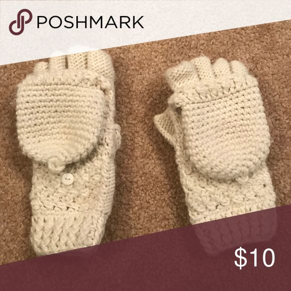 Fingerless Gloves/Mittens White/Cream gloves from American Eagle. Perfect for on the go while still being able to use your phone!! American Eagle Outfitters Accessories Gloves & Mittens