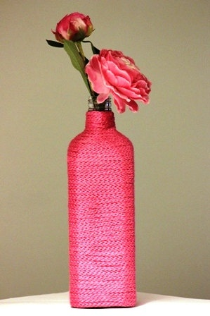 Pink spool knitted glass bottle vase for one or two flowers by www.kadovanwolenzo.nl