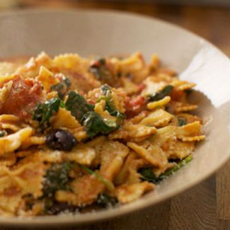 Farfalle with a mozzarella, tomato, spinach and olive sauce. The basic tomato sauce is a great recipe to make in large quantities and keep in your freezer. You can add lots of other ingredients to transform it into lots of different pasta sauces – Capers and anchovies make a puttanesca or crispy pancetta and some chilli will give you a fiery arrabbiata!