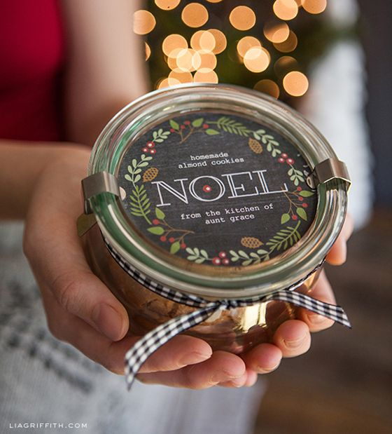 Printable Christmas Labels for Your Edible Gifts in Chalkboard Style