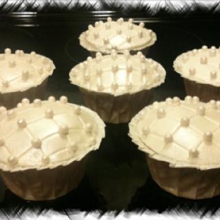 Pearl bridal shower cupcakes!