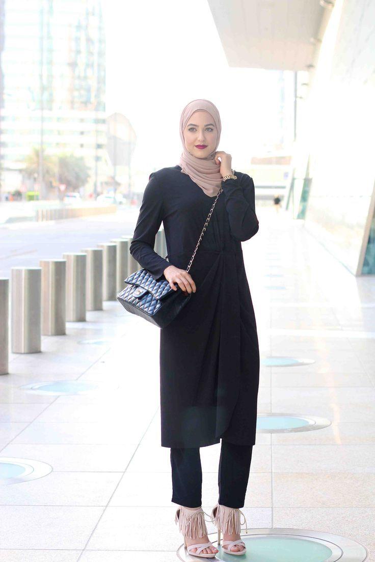 black hijab , long black tunic, duster hijab- Winter hijab street styles by leena Asaad http://www.justtrendygirls.com/winter-hijab-street-styles-by-leena-asaad/