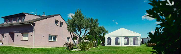 Una boda en tu jardín, es posible #cuentiboda #casalila   Fotografo de bodas diferente Zaragoza, Barcelona, Santander, Marbella, Canarias, Ibiza, Mallorca, Tenerife. Destination Weddings Spain.  © SILVER MOON FOTOGRAFÍA