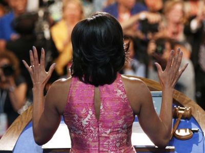 Get The Look: Michelle Obamas Awesome Blueish-Grey Nail Polish