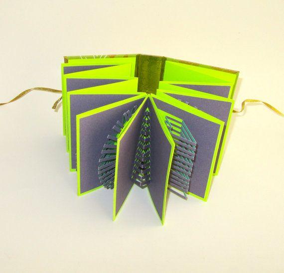 POP-UP fisarmonica prenotare w/Hard Cover originale mano taglio 8 Origamic Architecture sculture Home Decor In viola e Neon verde OOaK