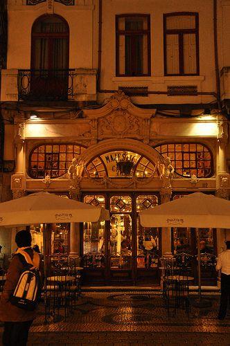 Café Majestic à noite www.webook.pt #webookporto #porto #arquitectura