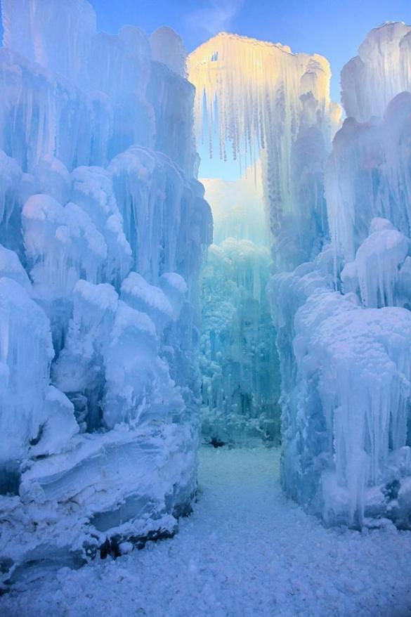 Ice Castles at Loon Mountain - The Boston Globe, by Jen Cherry Millard. Structures like this Ice Castle entryway are being shaped at Loon Mountain. #amazing #nature