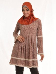 Zaria s Alma    Walaupun modelnya basic, tapi dengan bis motif dan bros sama motif dengan gamis atau tuniknya, penampilan keseluruhan jadi mempesona  Note : 1 set dengan bros  http://jilbabmodis.net/elzatta-hijab/zaria-s-alma