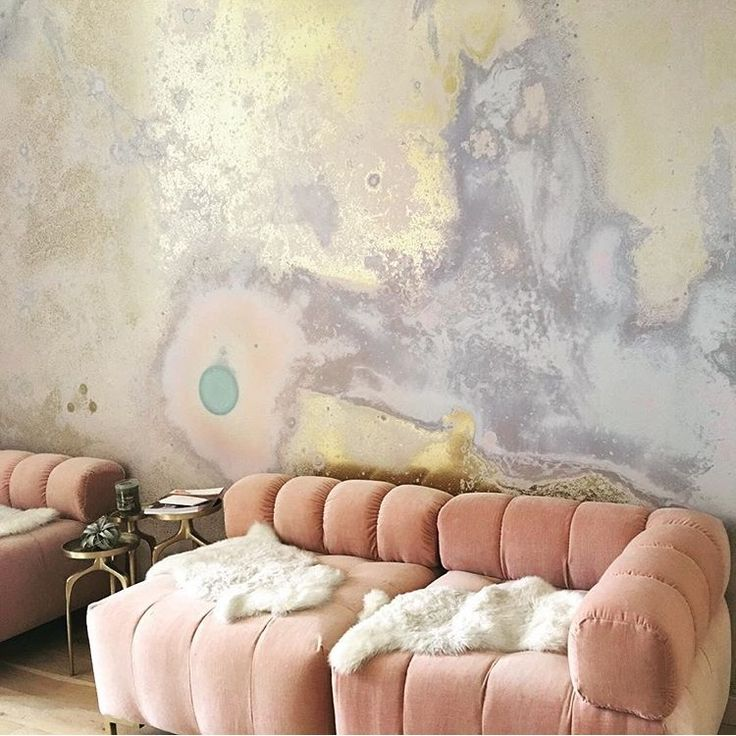 love the wall treatment/color