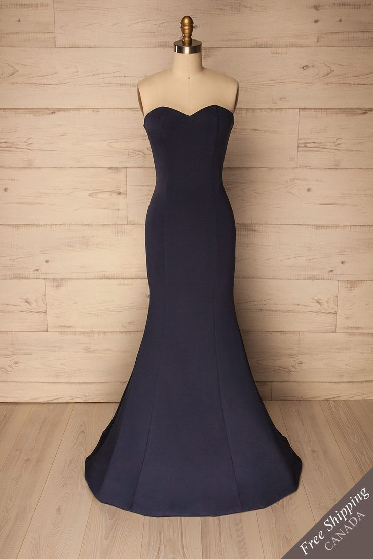 Arta Navy #Boutique1861 / This mermaid evening gown with its satin finish exudes elegance and refinement. The fitted cut that flares gracefully to the ground will have you looking red-carpet worthy. Thanks to the built-in bra, the inner adhesive strip, and the removable straps, this charming bustier top will stay in its place. With your hair down, a delicate necklace at your neck, and high heels on your feet, you'll be stunning!