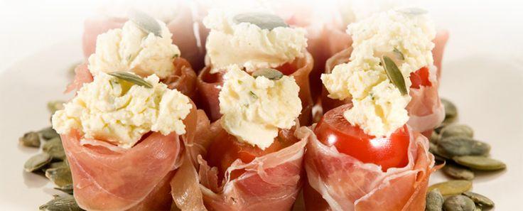 Tapas Recepten ~ Tapas en Kleine hapjes voor elke feestelijke gelegenheid [2012-2013] » Cherrytomaat gevuld met serranoham en pompoenpit2013