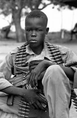 Existences bafouées; la situation des enfants soldats