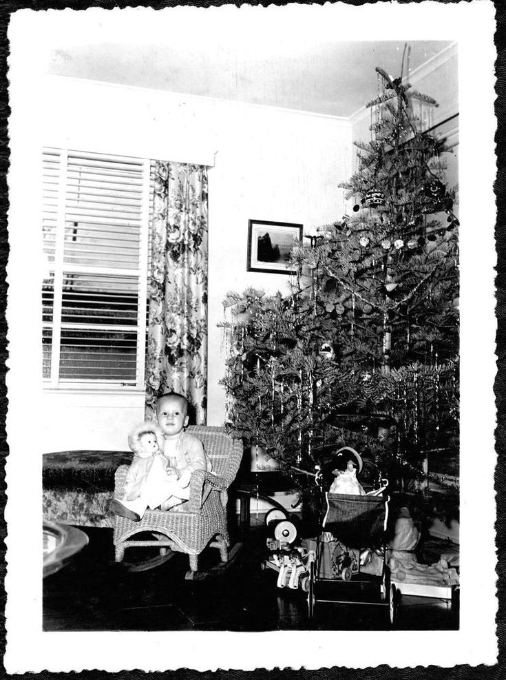 VINTAGE PHOTOGRAPH 1942 DOLL CHRISTMAS TREE PULL-TOY STOCKTON CALIFORNIA PHOTO