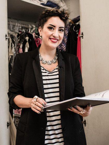"""Modeexpertin Miyabi Kawai mistetin ihrer Sendung """"Schrankalarm"""" (Mo-Fr, 16 Uhr auf VOX) die Kleiderschränke derKandidatinnen aus."""