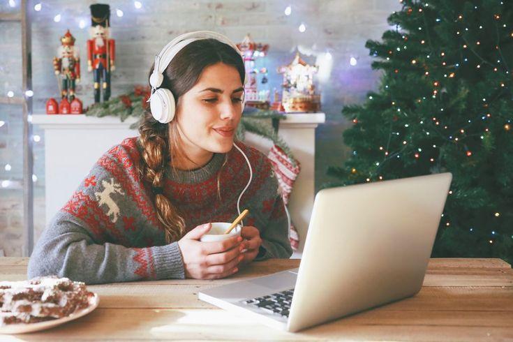 Ünnepeld együtt a karácsonyt új #fejhallgatóddal! Hogy mi? Még nem vettél? Akkor gyorsan pótold a hiányt - hiszen Te is megérdemelsz egy karácsonyi ajándékot! :) #mobilzene #zenebevilágki #karácsonyiajándék https://mobilzene.hu/