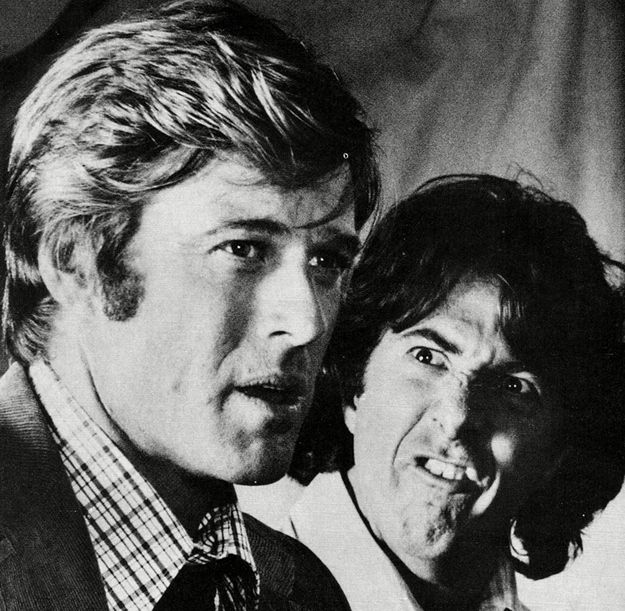 30 Awesome Behind-The-Scenes Photos From The Sets Of Classic Movies Robert Redford and Dennis Hoffman