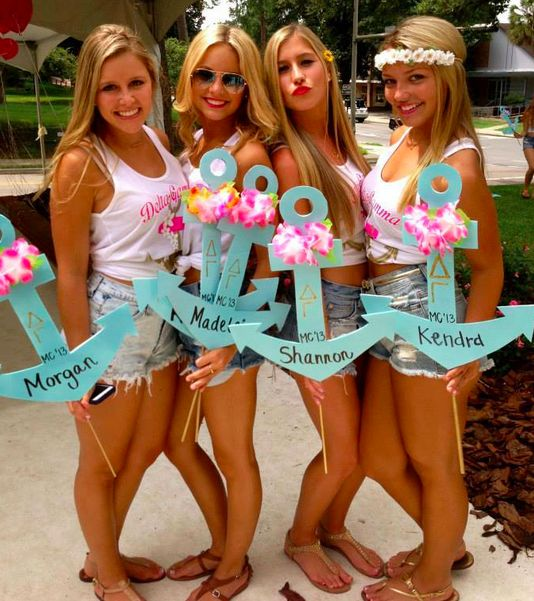Cute anchors incorporating the traditional leis for bid day!