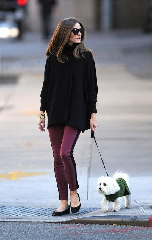 Another dog walking chic outfit from Olivia. I love the two-tone pants with the oversized sweater and classic ballet flats.