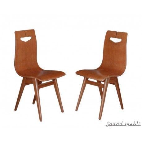 Komplet czterech krzeseł proj Rajmunda Hałasa, nogi wykonane z masywu dębowego, siedzisko sklejka fornirowana dębem, krzesła po  renowacji wykończone w satynowym półmacie.