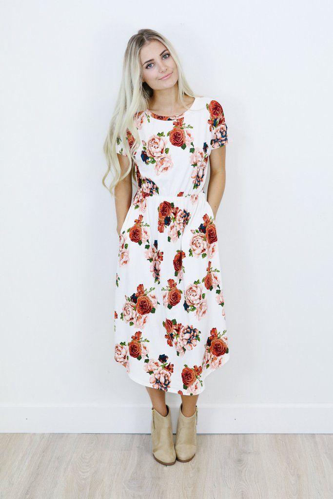 Eerbare kleding. Eng. Modest clothing. Fr. Vêtement modeste. Du. Bescheidene Kleidung. Sp. ropa modesta.  The Marissa Dress
