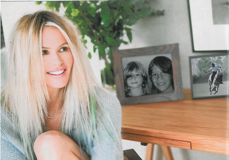 Elle Macpherson cozy at home wearing a Stella & Dot 'On The Mark' Gold Arrow Necklace