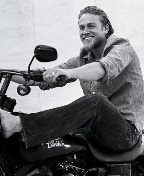 OMG that smile...Charlie Hunnam from Sons of Anarchy ❤