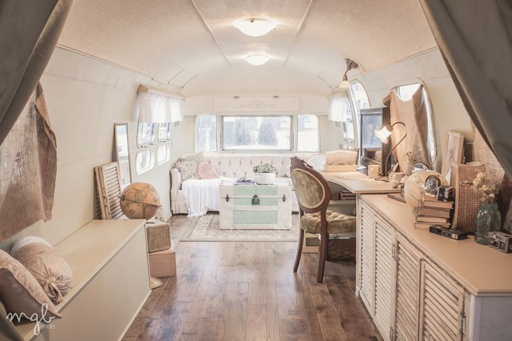 Vintage 1972 Airstream Sovereign photography studio. Mallory Berry of @M G B p h o t o www.malloryberry.com