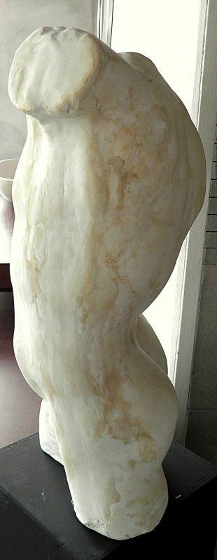 Busto - l'Uomo che si torce  Il busto è realizzato in gesso e decorato artigianalmente con patina. Un oggetto di grande valore estetico atto a fondersi in ambienti sia classici che innovativi.  #busto #artigianato #scultura #gesso #madeinitaly