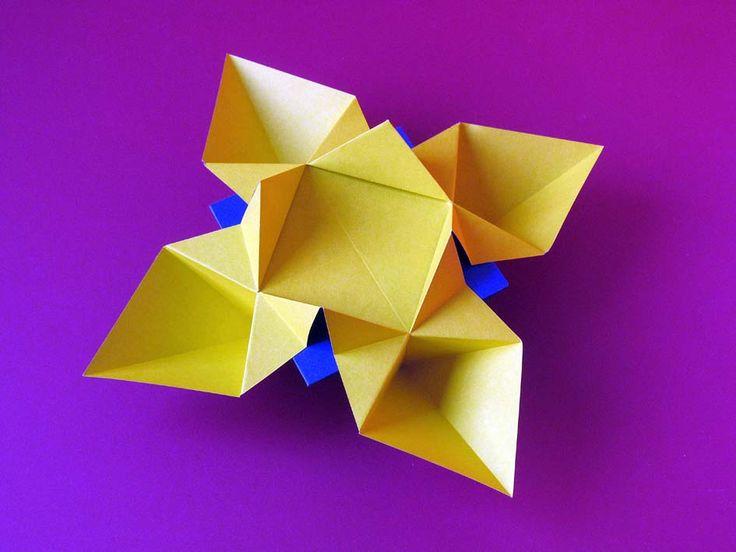 Origami: Fiore o stella - Flower or star by Francesco Guarnieri