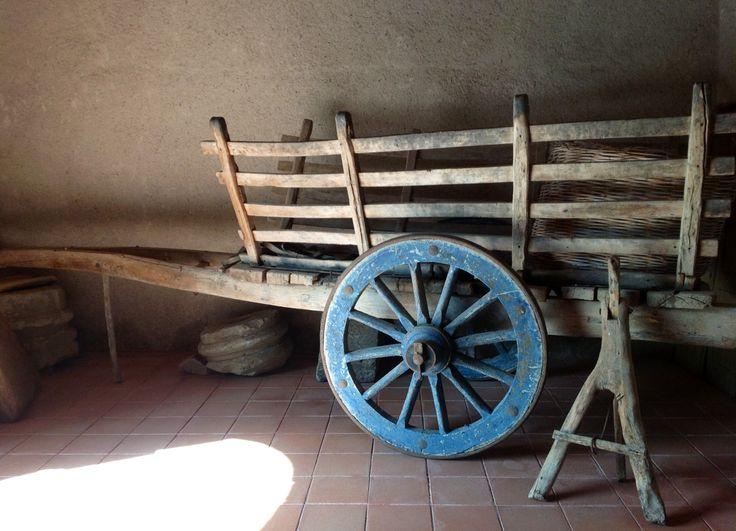 Carro agricolo nel passo carraio della Casa Aragonese di Fordongianus(OR). La Casa è visitabile tutto l'anno. Info www.forumtraiani.it