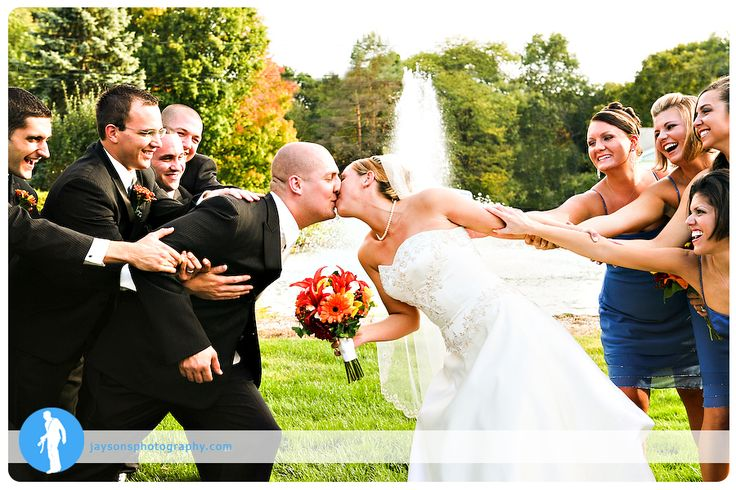 cute wedding photo idea... just without the fountain coming out of her head..lol