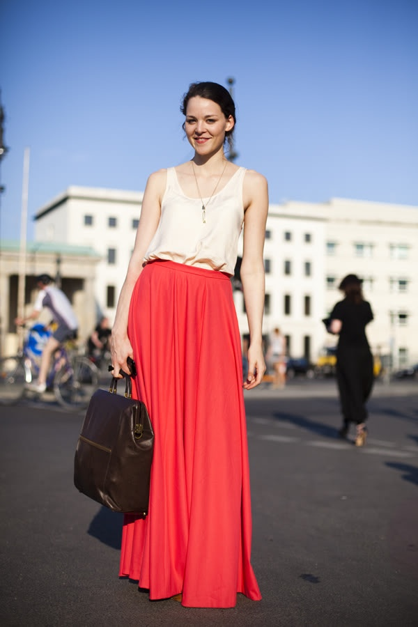 Red hot!Street Fashion, Pink Maxi, Fashion Skirts, Fashion Style, Street Style, Long Skirts, Travel Outfit, Maxi Skirts, Maxis Skirts
