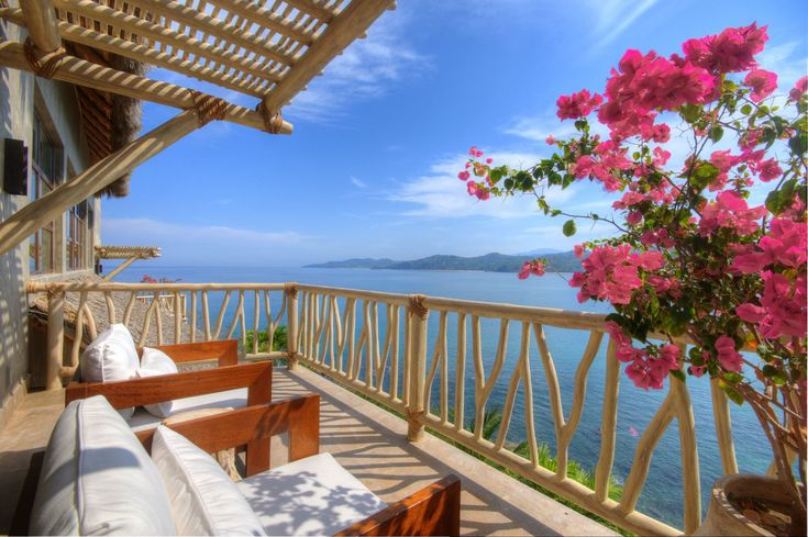 La Casa la Perla Escondida in Punta Sayulita offers luxury living at its best - and what can we say about the views! | Let TRIPWIX be your guide to finding the best posh property for you!