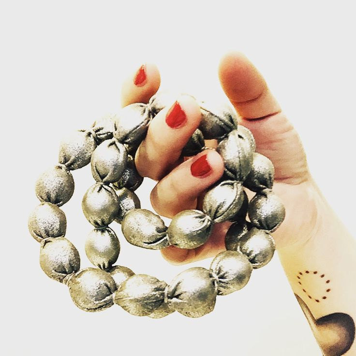 Metal Christmas...❤️ www.facebook.com/wannamariafiori ❤️ #wannamariafiori  #wanna #sylver #metal #christmas #natale #neklace #jewels #jewellery #madeinitaly #picoftheday #pittimmagine #love #touch #balls #ootd #fashion #fashionista #fashionblogger #gift #present  #lastminute #notonlyshoes #shoes Bags #cool #lifestyle #red #merrychristmas  ❤️