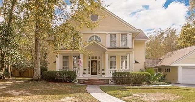 39601 RIVER OAKS DRIVE PONCHATOULA, LA |4beds/3.5baths|  Stunning luxury home in River Oaks on almost 4 acres; gorgeous details w/formal living & dining room;den w/double-sided fireplace; breakfast room w/soaring ceilings; spectacular kitchen w/center island, hi-end range; wood floors; crown molding; plantation shutters; large laundry; master w/sitting area, fireplace, ensuite; amazing outdoor space great for entertaining w/spacious deck, inground pool, scenic views; huge, insulated…