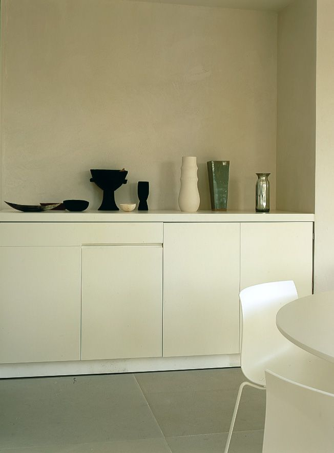 Alberto Lievore home in Mallorca with Catifa chair for Arper / foto Dexter Hodges
