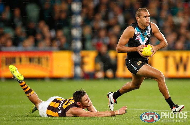 Round 4 - Nathan Krakouer of the Power evades Jack Gunston of the Hawks