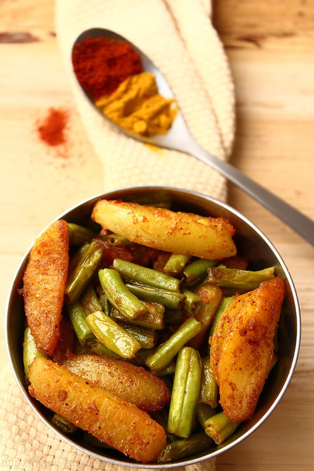 Punjabi aloo beans recipe - a dry curry of french beans with potatoes
