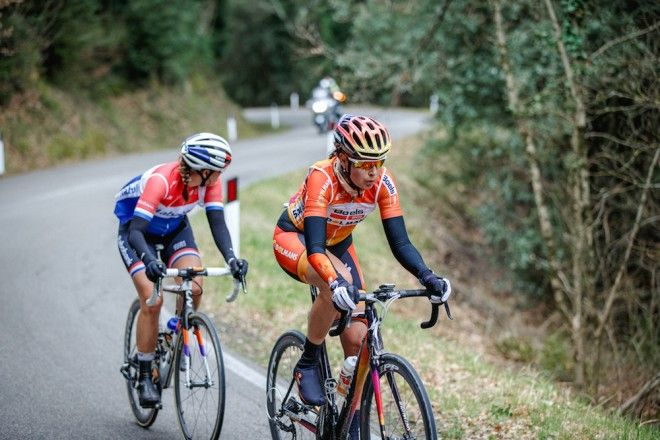 Nikki Harris and Lucinda Brand in the break at the women's Strade Bianche