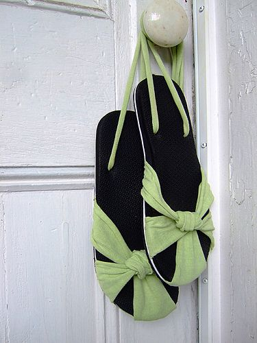 cute idea to re-purpose an old pair of flip flops