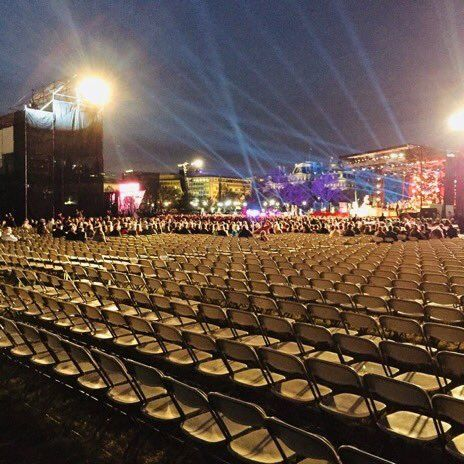 TRUMP'S NATIONAL XMAS TREE LIGHTING.  NOBODY SHOWED UP.  MOST YEARS IT'S STANDING ROOM ONLY