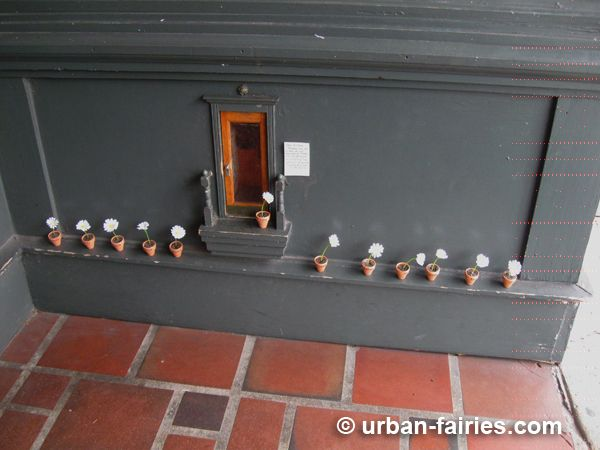 Fairy Door (with Daisies) in Ann Arbor Michigan & 55 best Fairy Doors of Ann Arbor Michigan images on Pinterest ...