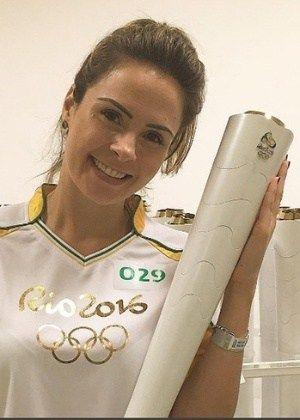 Ex-BBB Ana Paula carrega tocha olímpica em Fortaleza #AnaPaula, #BBB, #Bbb16, #Brasil, #Clima, #Gente, #Instagram, #Status, #Twitter http://popzone.tv/2016/06/ex-bbb-ana-paula-carrega-tocha-olimpica-em-fortaleza.html