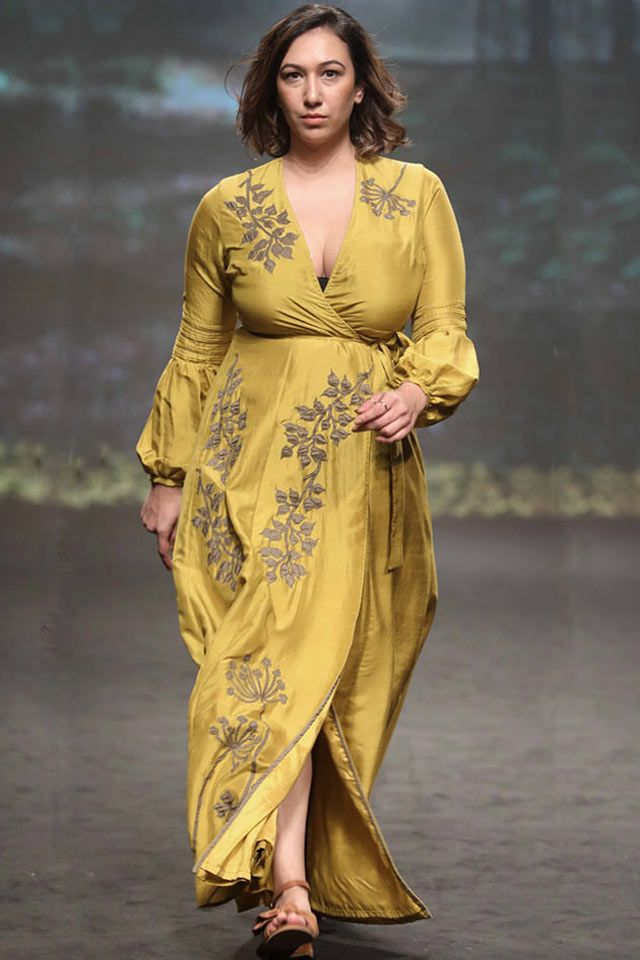 a1c0953254 From Rohit Bal to Manish Malhotra, from long tunics to belted dresses,  discover the latest Indian dresses and top trends for 2018!