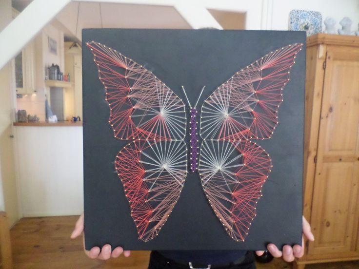 Vlinder, spijkers en draad