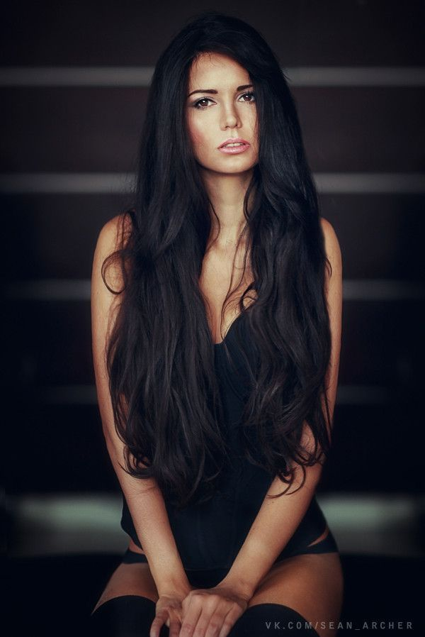 I am in love with her hair. Color idea for when I decide to go super dark