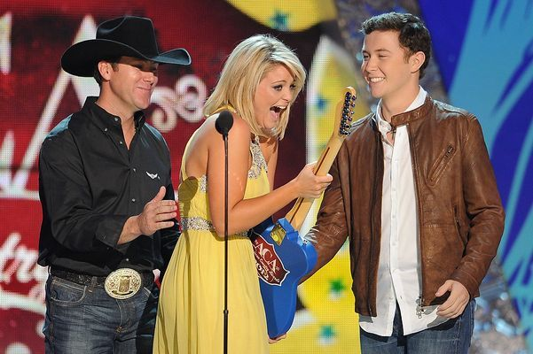 Lauren Alaina accepting the New Artist of the Year, ACA awards.
